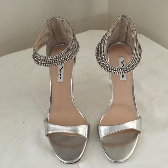011e14ac21c Nina Women s Catessa Silver Dress Sandal - Size 10